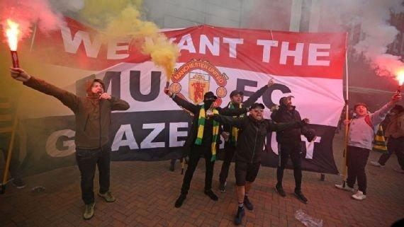 Manchester United fans took their disdain for the Glazer family to new levels at OId Trafford on Sunday.